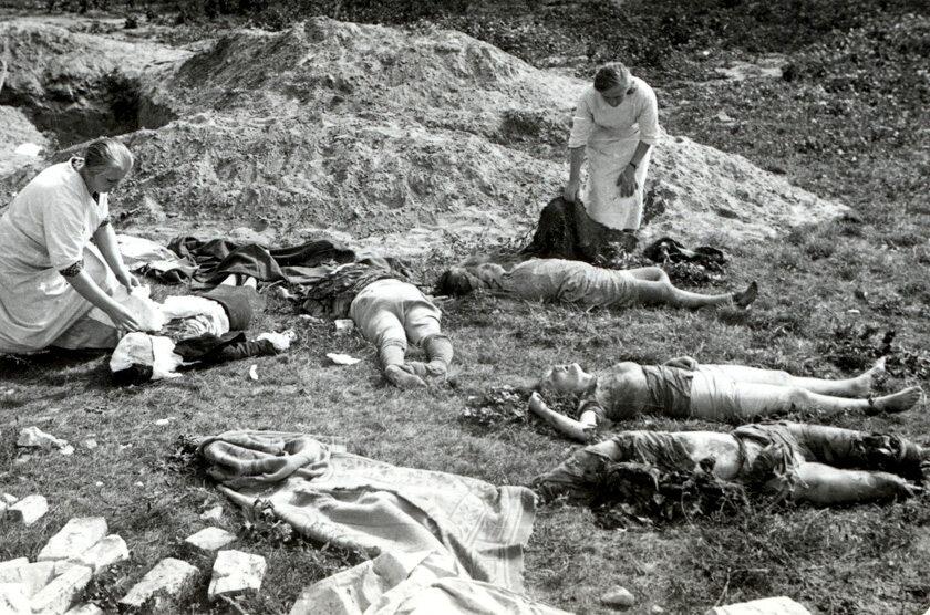 """""""Rycerskie"""" Luftwaffe Ofiary ataku Luftwaffe skierowanego w cywilów. W kampanii wrześniowej niemieccy lotnicy wykazali się wyjątkowym bestialstwem. Fotografia Juliena Bryana."""